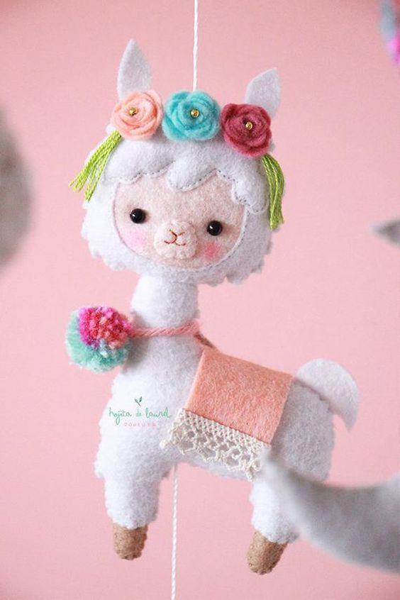 Alpaca de fieltro con moldes